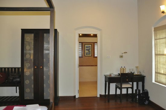 Tea Bungalow:                   chambre et accès salle de bains