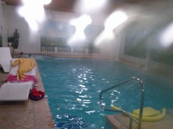 Borgo di Celle:                   piscina con angolo idromassaggio