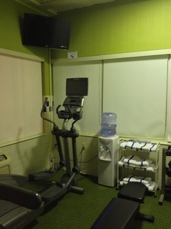 Fairfield Inn & Suites Sandusky: water towels elliptical tv in workout room