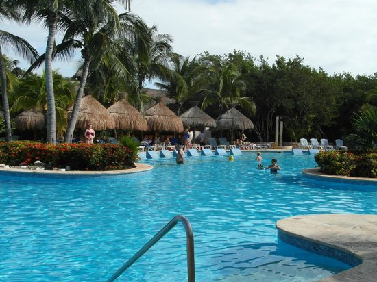 """IBEROSTAR Paraiso Del Mar:                   Pool with """"in pool"""" beds"""