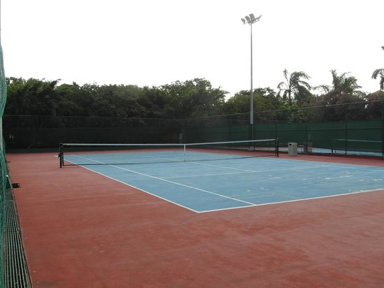 IBEROSTAR Paraiso Del Mar:                   Free tennis courts