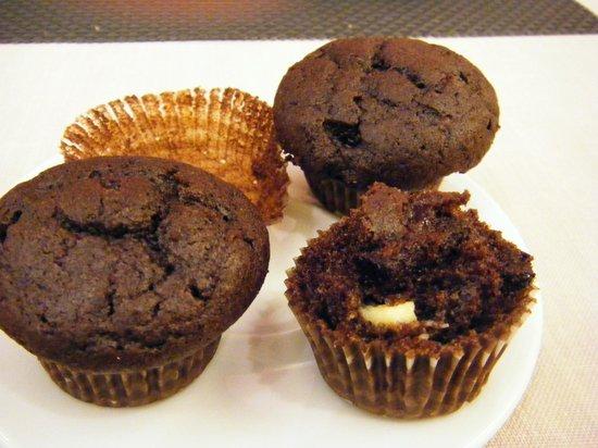 Barcelo Monasterio de Boltana: Brownies rellenos de mermelada de fresa y nueces