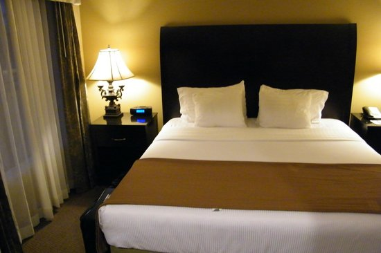 Best Western Plus Meridian Inn & Suites, Anaheim-Orange: bedroom