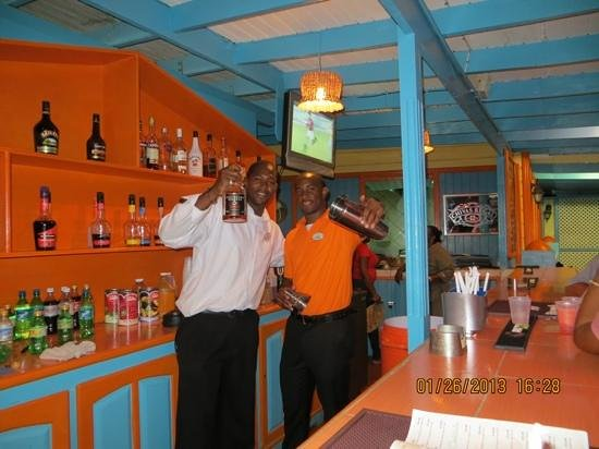 Bay Gardens Beach Resort:                   grat bartenders!