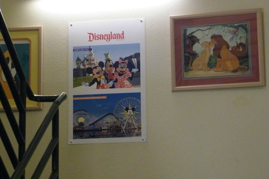 Best Western Plus Meridian Inn & Suites, Anaheim-Orange: posters in stairway halls