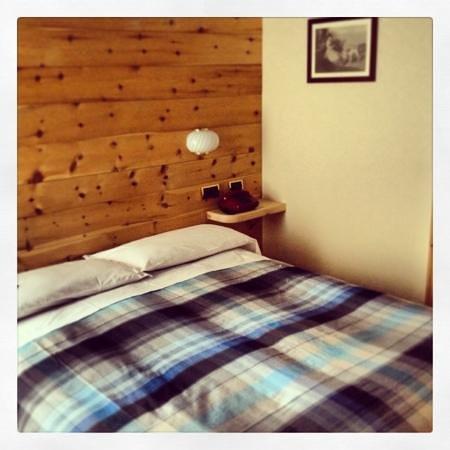 Camera da letto fotograf a de meuble garni della contea for Hotel meuble della contea bormio