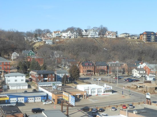 Hotel Julien Dubuque :                   beautiful view from one of our windows