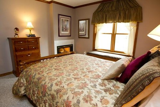 Red Bud Cove Bed and Breakfast Suites: Fireplaces available