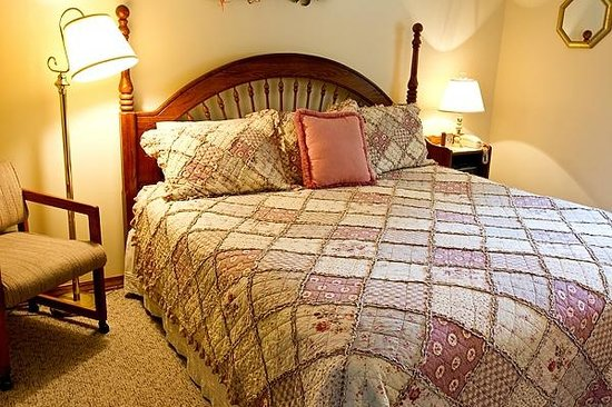 Red Bud Cove Bed and Breakfast Suites: King or Queen Beds