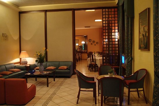 Hotel San Francesco: The lobby and dining area