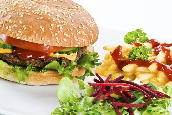 Itapu Bar & Restaurant : 100% Beef Burger with salad garnish and french fries