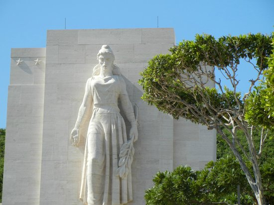Aloha Private Tours: Punchbowl memorial