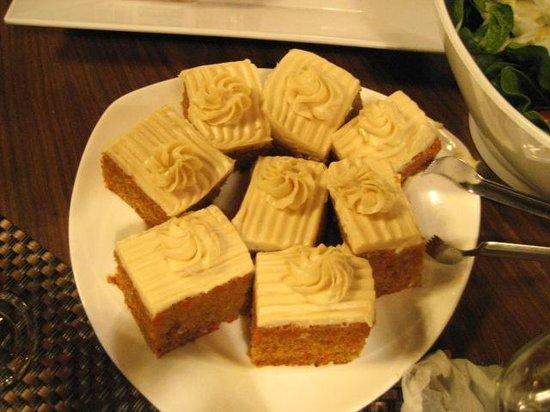 أسيلموار كونفرنس جراوندز: Dessert - carrot cakes