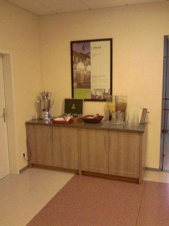 Lindner Hotel & Sporting Club Wiesensee:                   Tee- und Getränkebar im Wellnessbereich - leider nur auf einer Ebene