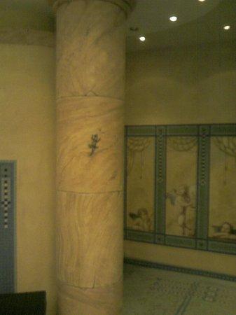 Lindner Hotel & Sporting Club Wiesensee:                   Wellnessbereich - Saunavorraum mit Wandmalerei