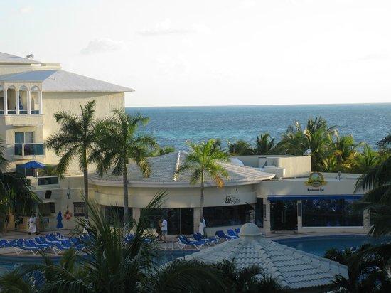 Occidental Costa Cancun :                                                       Vue de la chambre (piscine et mer)