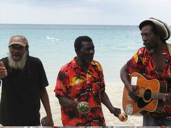 Negril Palms Hotel: Beachside entertainment