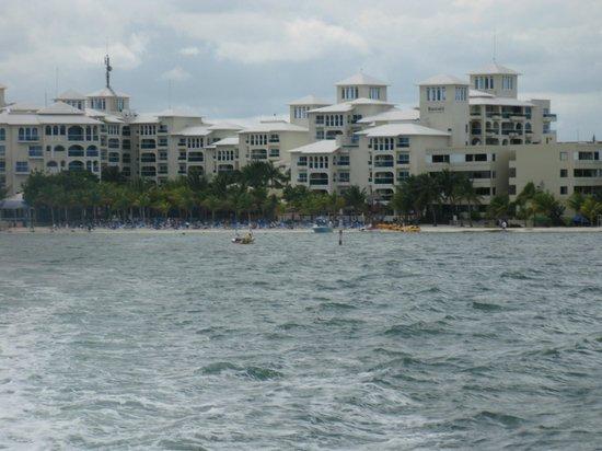 Occidental Costa Cancun :                                                       Le site hôtelier vue du ferry Ultramar