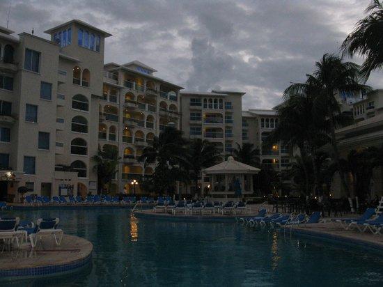 Occidental Costa Cancun :                                                       Piscine