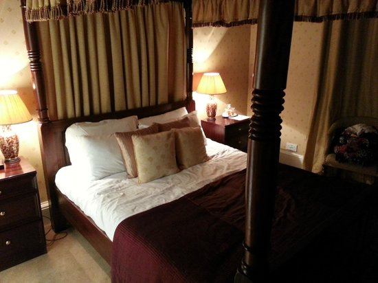 Kildonan Lodge Hotel:                   Four Poster room