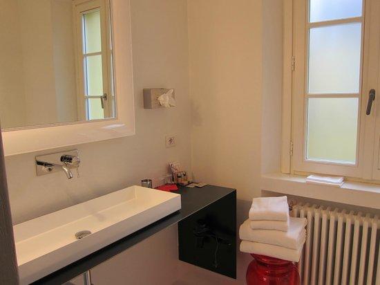 Palazzo Segreti: Baño de la segunda habitación que nos dieron