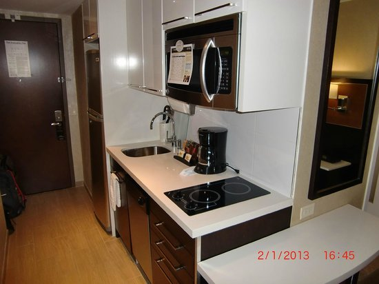 Staybridge Suites Times Square - New York City: Kitchen