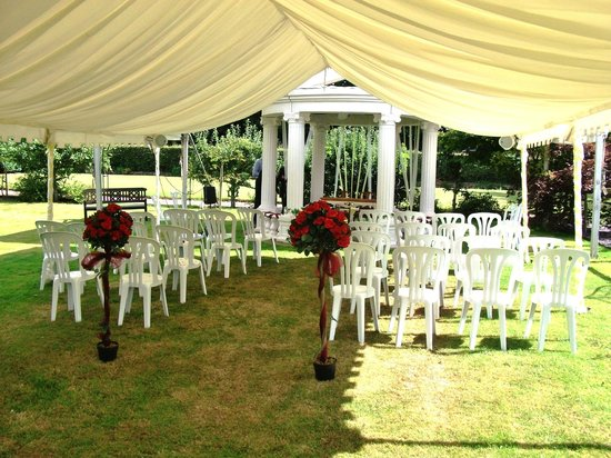 The Old Hall Country House The outdoor wedding canopy & The outdoor wedding canopy - Picture of The Old Hall Country House ...