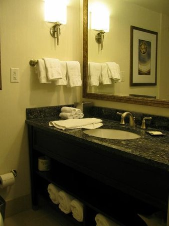 Capital Hilton: nice bathroom
