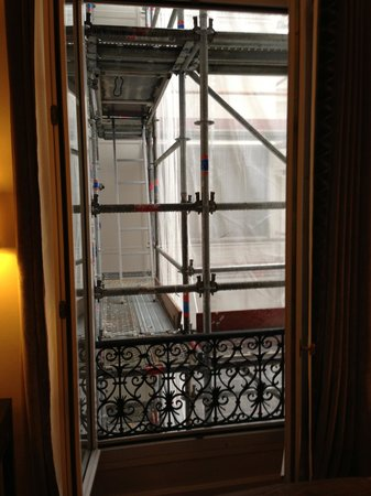 Hotel Baltimore Paris Champs-Elysees:                   Scaffolding in front of my window