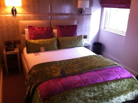 Radisson Blu Edwardian Mercer Street Hotel: lovely decor in the rooms
