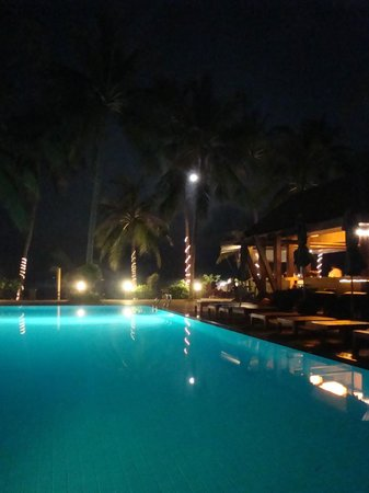 Coco Palm Beach Resort: piscine