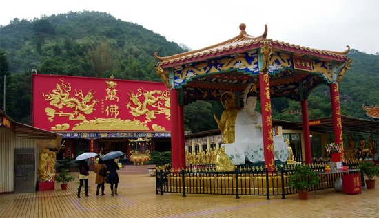 Ten Thousand Buddhas Monastery (Man Fat Sze): Ten Thousand Buddhas Monastery