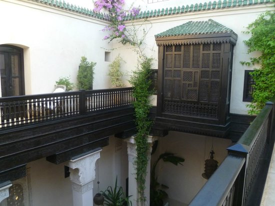 Riad Dixneuf La Ksour:                   Courtyard (upstairs)