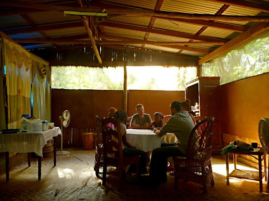 Hammock Bridge Backpackers Eco Resort:                   Dining Room - Priscilla makes AMAZING home cooked meals