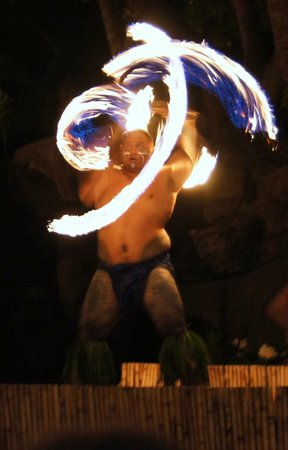 Wailele Polynesian Luau: Fire dancer