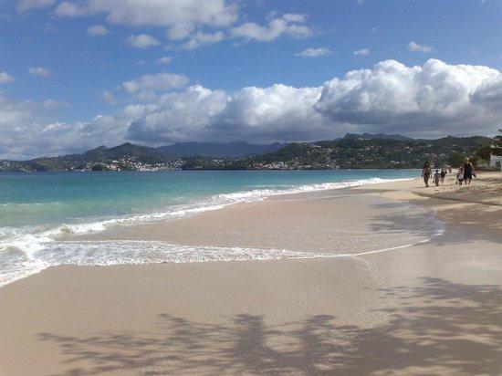 كويابا بيتش ريزورت:                   Grand Anse Beach                 