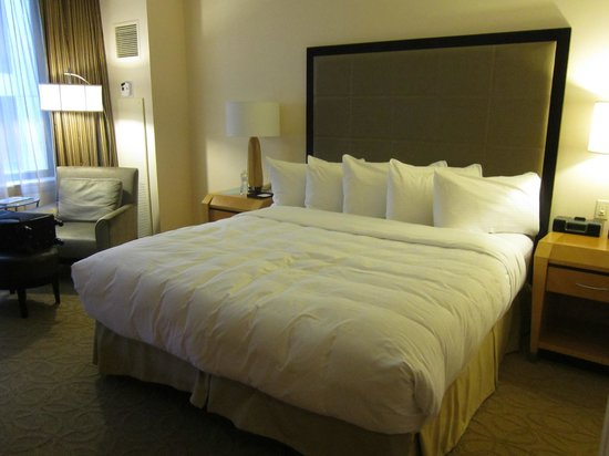 The Gwen, a Luxury Collection Hotel, Chicago:                   King Bed; quite cozy