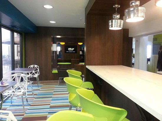 Castleberry Inn & Suites - GA Dome:                   Updated bar