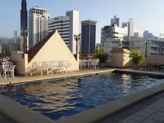 Hotel Coral Suites:                   Rooftop pool
