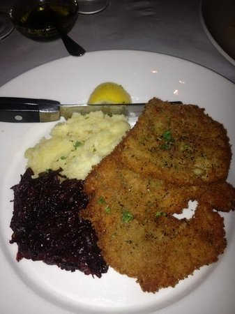 Michaels Table: jäger schnitzel...my dish, oh so good