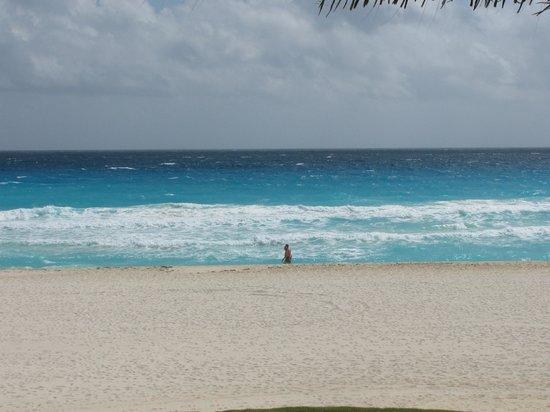 Iberostar Cancun:                   great beach