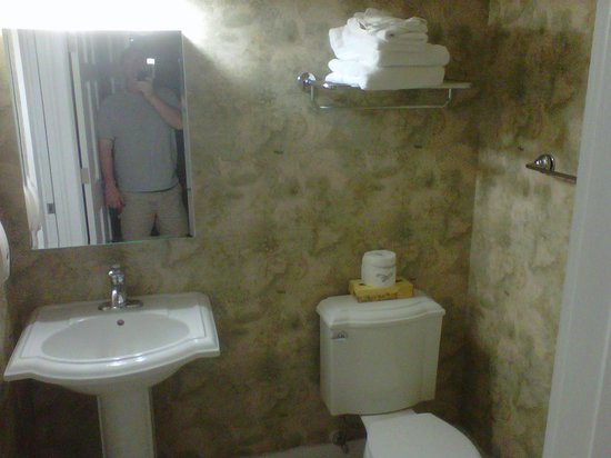 ‪كوكونات مالوري ريزورت آند مارينا باي كيس فاكيشنز:                   villa bathroom