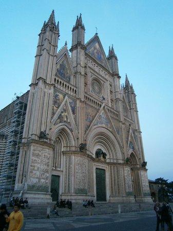B&B La Casa di Tufo:                   Orvieto's Cathedral