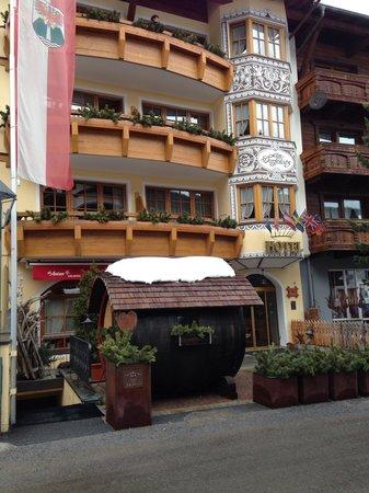 Hotel Am Dorfplatz:                   Het hotel