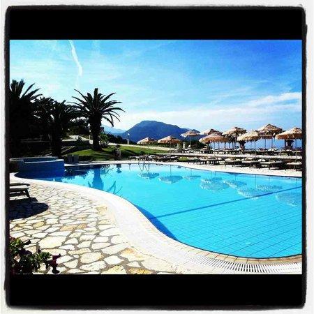 Hotel Mikros Paradisos:                                     very beautifull location for couples and family