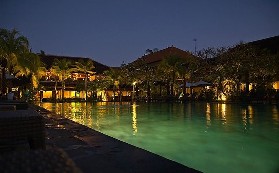 Hotel Santika Kuta Bali:                   The Main Pool