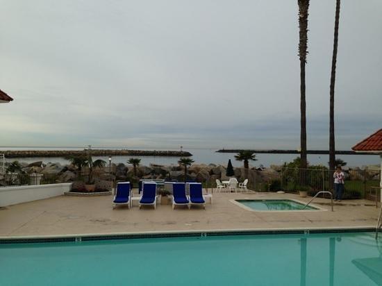 Oceanside Marina Suites:                   hotelpool und Blick aufs Meer