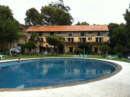 Hotel Bellavista: Alberca y habitaciones