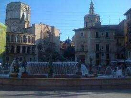 Tour Me Out Valencia:                   start of walking tour!