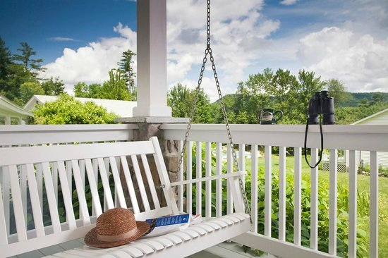Sugar Hill Inn : Dream's Porch Swing